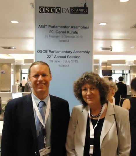 Alyn Ware and Uta Zapf (PNND delegation) at the OSCE Parliamentary Assembly in Istanbul
